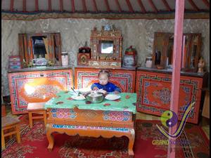 Hospitable nomadic family