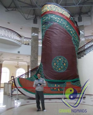 See the biggest Mongolian boot in the World