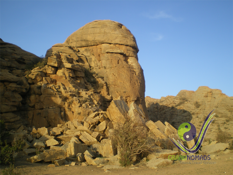 Baga Gazariin Chuluu Mountain