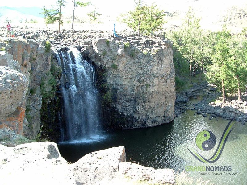 Visit the Ulaan Tsutgalan Waterfall.